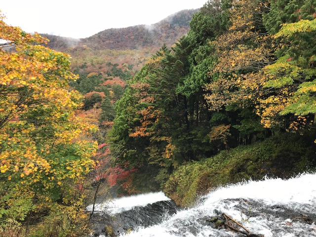 湯滝滝上2.jpg