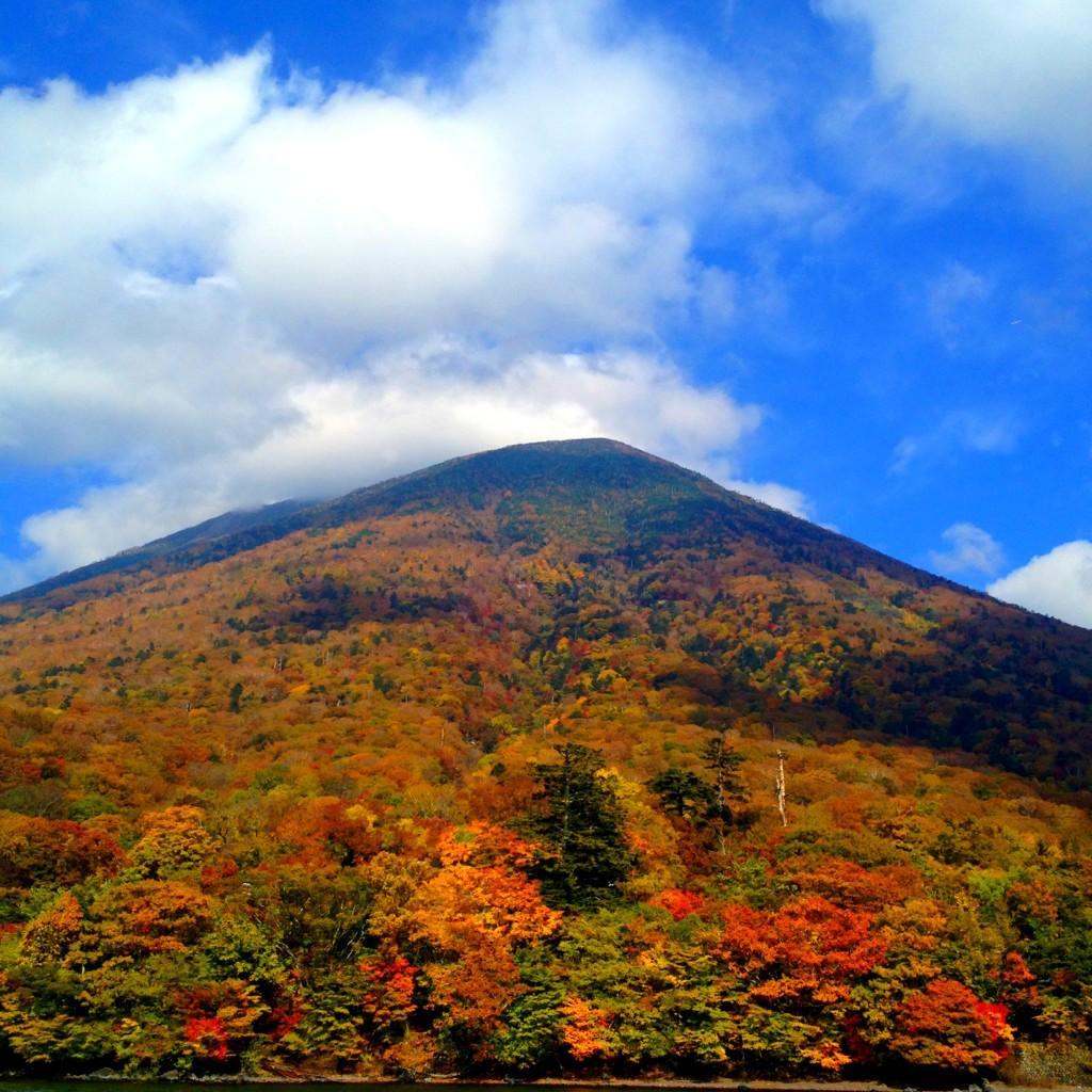 遊覧船から見た男体山
