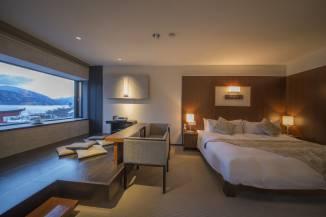 洗練された洋の雰囲気に和の伝統をあしらった、ホテル一の眺望「温泉展望風呂付スーペリアルーム」