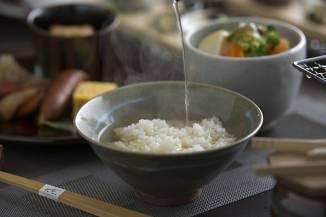 朝食:夕食の蒸篭蒸しから抽出した野菜旨出汁のお茶漬け