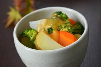 朝食:ゴロゴロサラダ(白味噌ドレッシング)