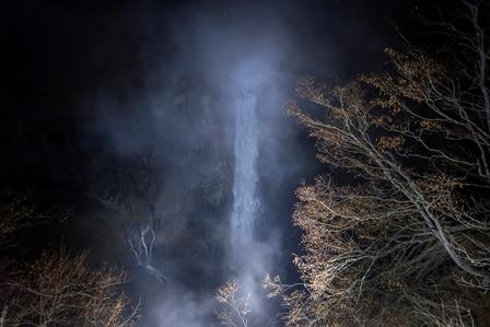 華厳の滝ライトアップ新着画像