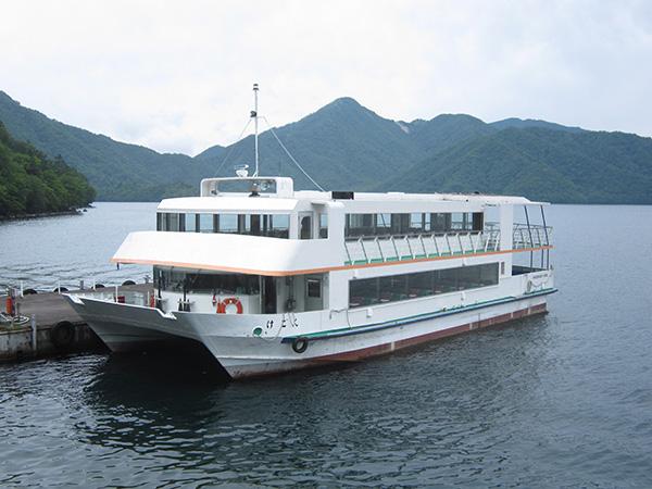 中禅寺湖遊覧船とイタリア・英国大使館について