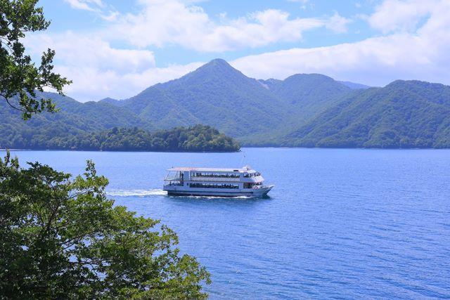 中禅寺湖遊覧船の運航が始まりました