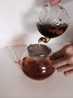 4水出し紅茶リーフ注ぎ移し.jpeg